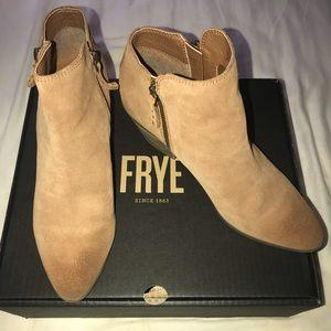 Women's Frye Judy Zip Bootie in Cognac Size 9
